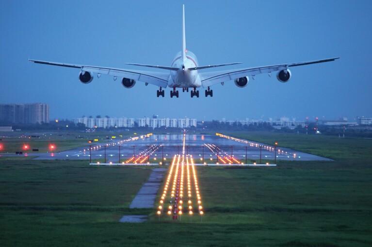 Авиамечта Зеленского. Зачем украинцам лететь в Мукачево и Мариуполь