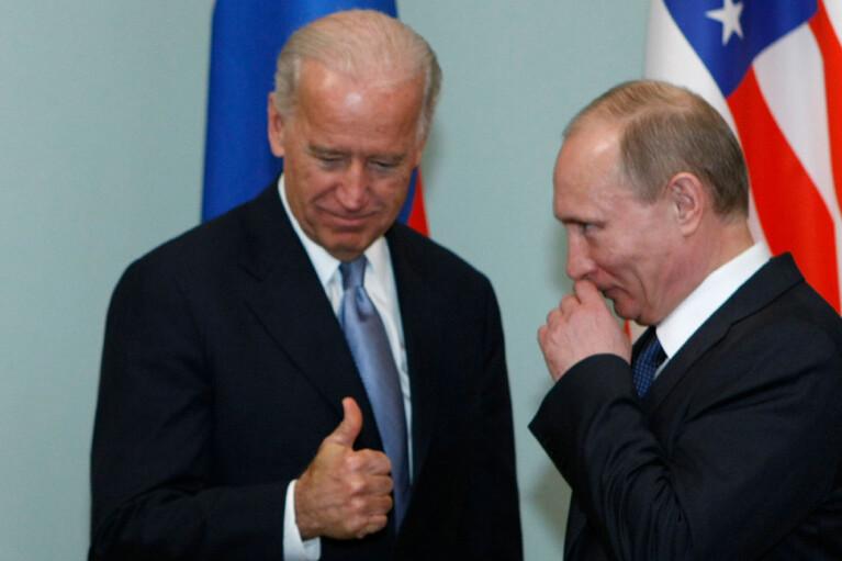 Байден позвонил Путину из-за обострения на Донбассе и предложил встретиться