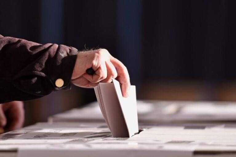 """Через авральную печать """"опросников Зеленского"""" под угрозой срыва печать бюллетеней для местных выборов — Фриз"""