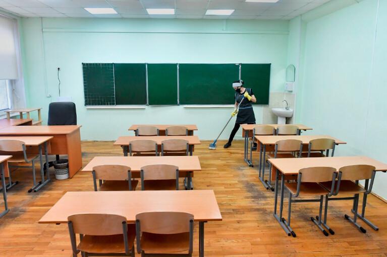 Во Львове и Одессе учеников школ переводят на дистанционное обучение