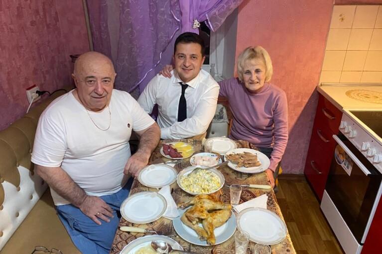 Курячі ніжки на столі Зеленського і Орхан Памук