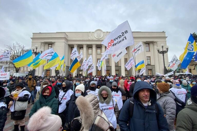 """ФОПы пришли к """"Парковому"""" и дожидаются там Зеленского (ФОТО, ВИДЕО)"""