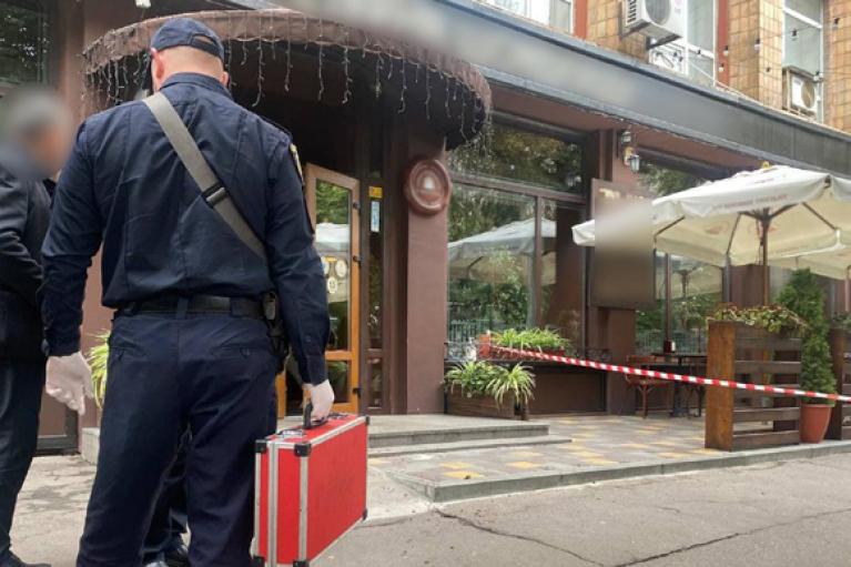 В Черкассах неизвестный застрелил мужчину в кафе (ФОТО)