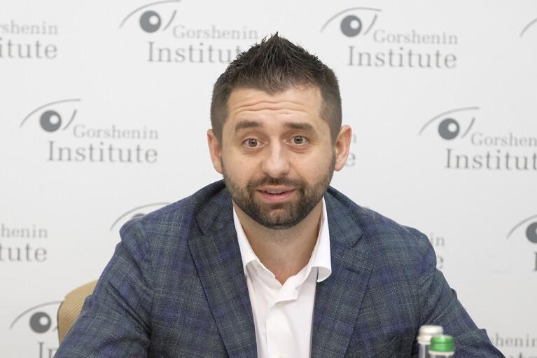 """Не согласовывал: Арахамия ответил на """"жесткое президентство"""" Данилова"""