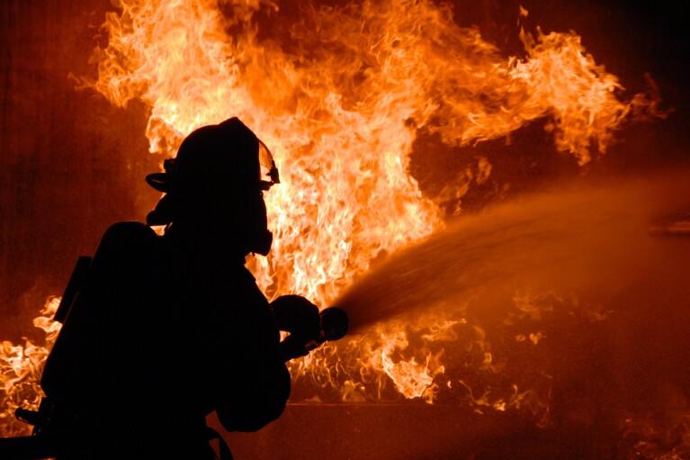 На Луганщине вспыхнул пожар в воинской части