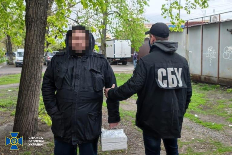 СБУ поймала преступника, который получал оружие из-за границы по почте