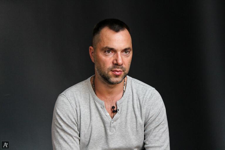 Арестович заявив про прорив у переговорах по Донбасу: про що домовились у ТКГ