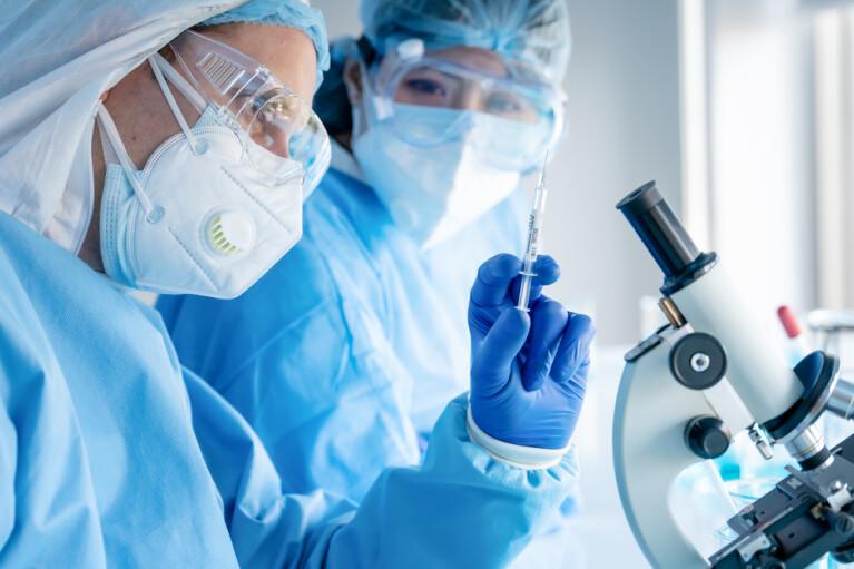 Піар чи ліки. Що потрібно знати про українську вакцину від коронавірусу