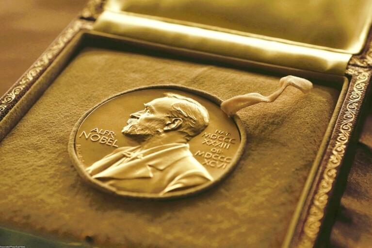 На Нобелівську премію миру претендує понад 300 номінантів