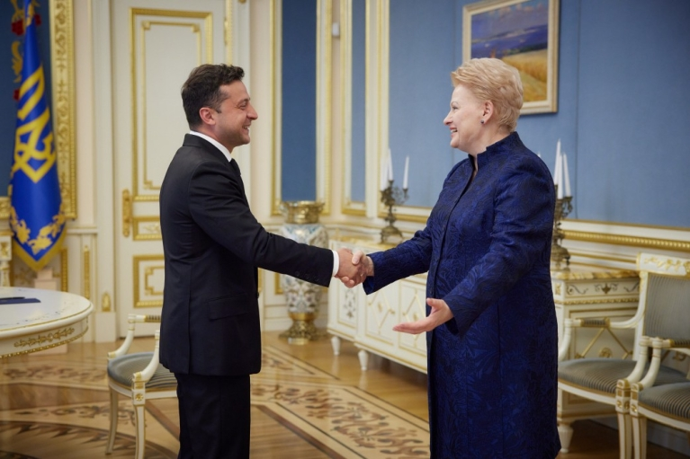 Зеленский поговорил с экс-президентом Литвы о евроатлантической интеграции Украины