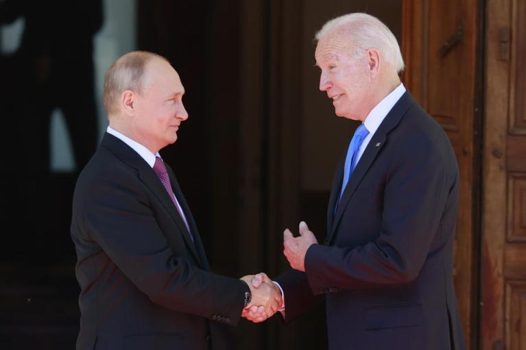 Стало відомо, якими подарунками обмінялися Байден і Путін