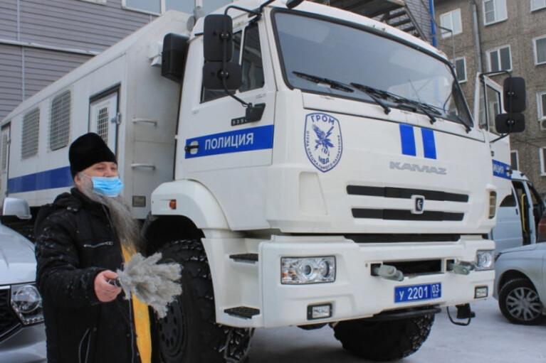 У Росії священика запросили освятити автозаки: назва обряду шокувала соцмережі (ВІДЕО)