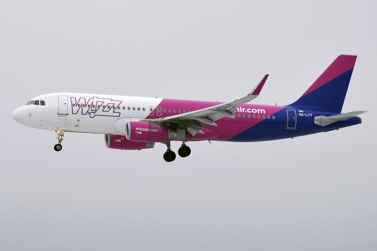 Самолет Wizz Air, летевший в Запорожье, совершил аварийную посадку: все подробности ЧП
