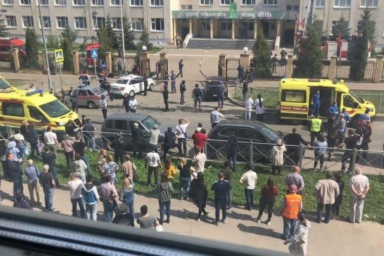 """""""У многих была истерика"""": школьница рассказала подробности кровавой бойни в Казани (ВИДЕО)"""