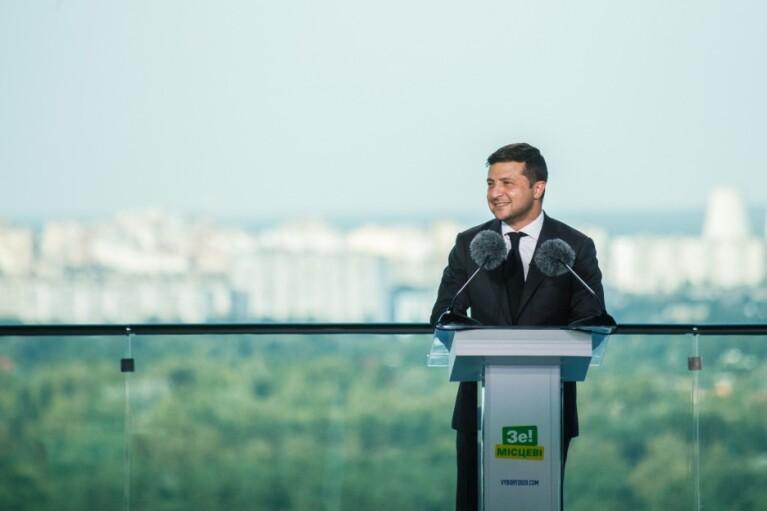 """Новий поворот в """"опитуванні від Зеленського"""". Чому президент вирішив прикінчити свою партію"""