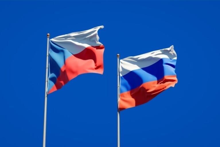 Россия высылает 20 чешских дипломатов: у Лаврова дали сутки