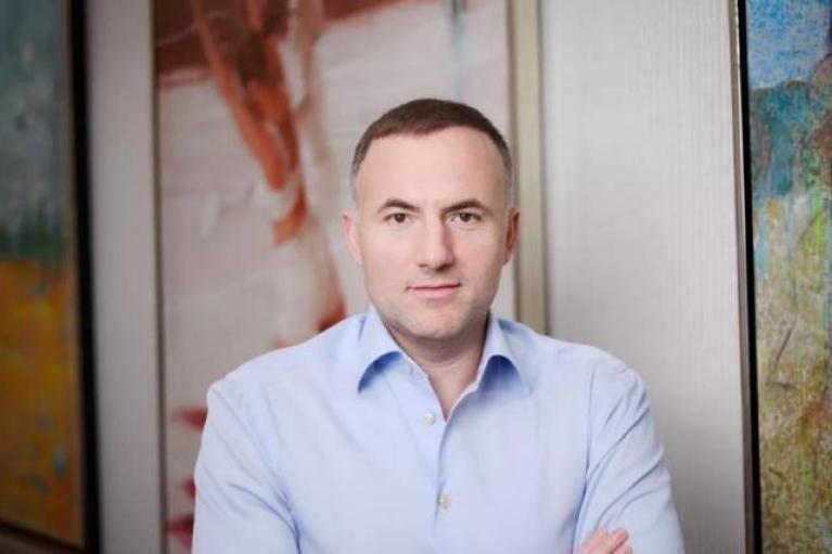 Фукс показав документи, які підтверджують, що він не є громадянином РФ (ФОТО)