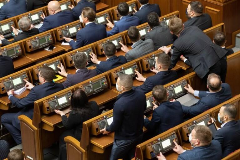 Рада внесла изменения в оформление виз иностранными гражданами