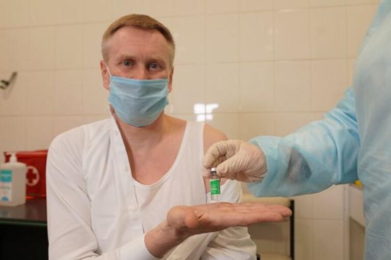Глава української Нацслужби здоров'я отримав щеплення від COVID-19