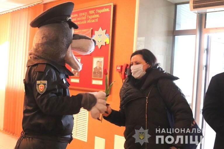"""В Ровенской области полицейские устроили """"звериный маскарад"""" в честь женского дня (ФОТО)"""