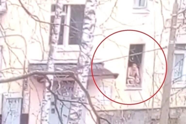 У Санкт-Петербурзі озброєний сокирою чоловік взяв у заручники шістьох дітей (ВІДЕО)