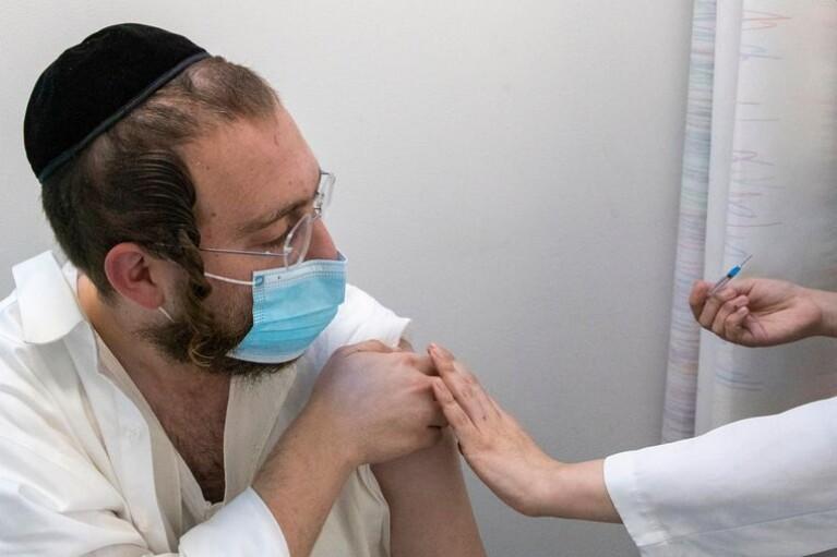 В Ізраїлі COVID-вакцинацію пройшло понад 50% дорослого населення