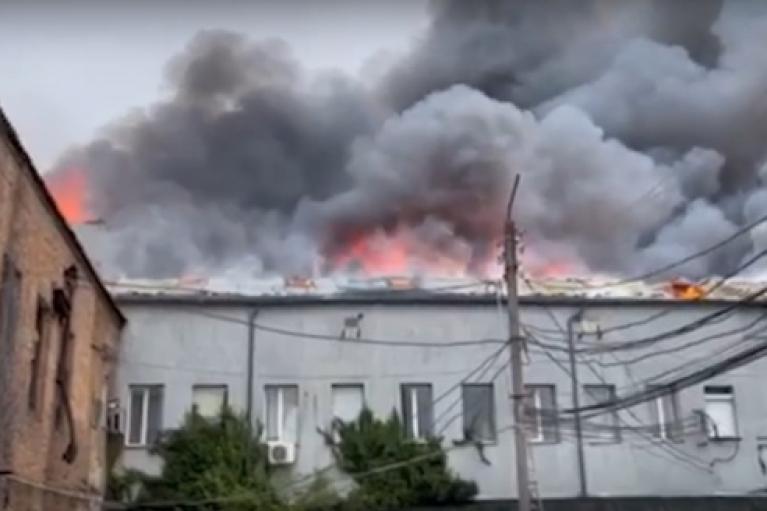 Крупный пожар произошел в центре Винницы, есть жертвы (ФОТО)