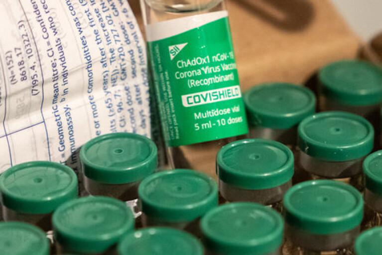 Поставок COVID-вакцин із Індії не буде до жовтня, — Reuters