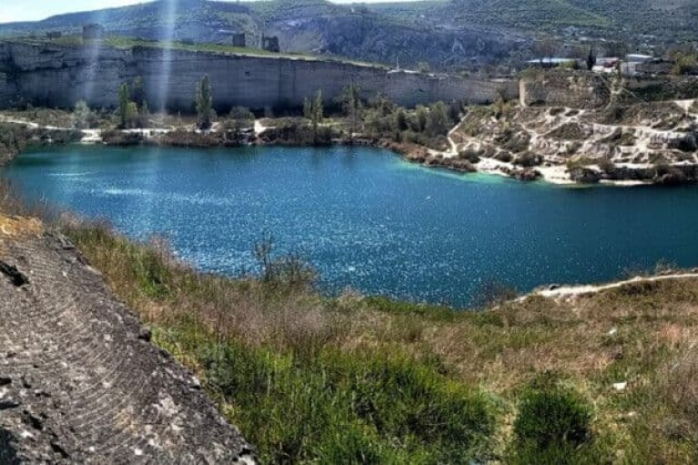 """""""Камни с неба"""": в Крыму почти высохло еще одно водохранилище (ФОТО, ВИДЕО)"""