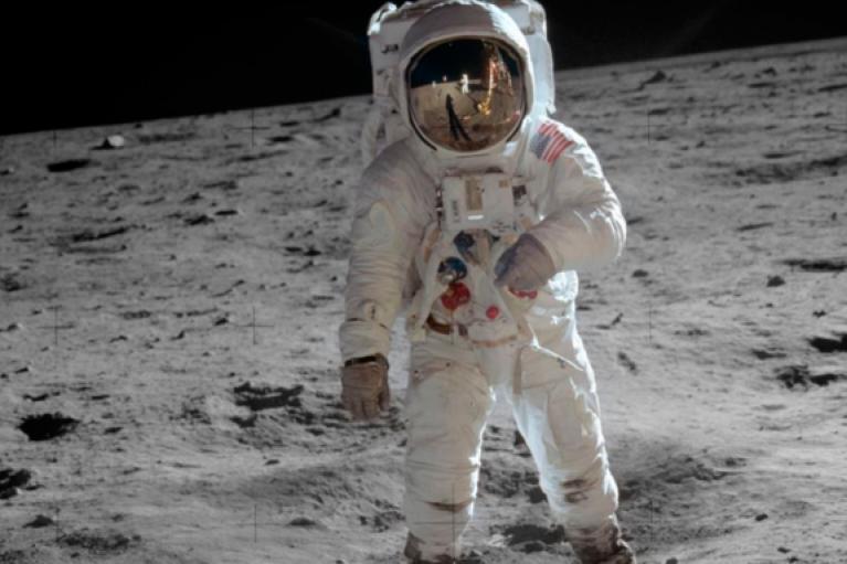 NASA обещают высадить первую женщину на Луну в течение десятилетия