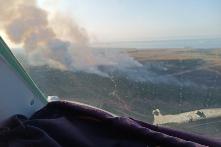 ГСЧС отчиталась о борьбе с пожаром на полигоне в Херсонской области (ВИДЕО)