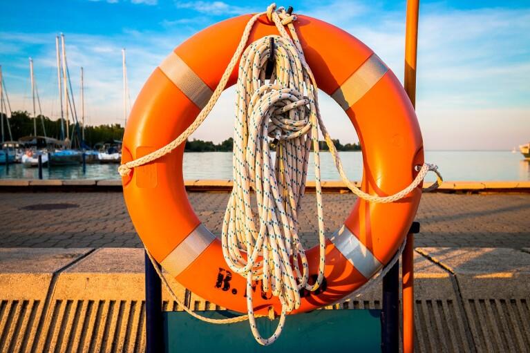 В Полтаве на дамбе перевернулась лодка, есть погибшие