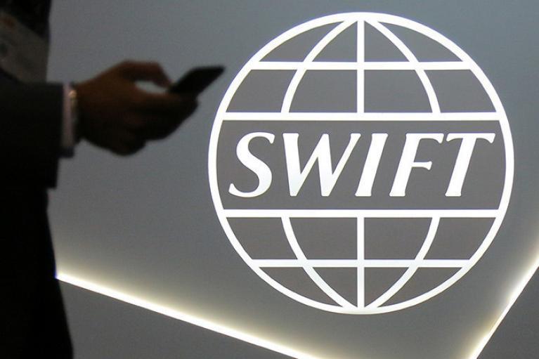 SWIFT відключать автоматично. Як нові санкції зрівняють Росію з Іраном