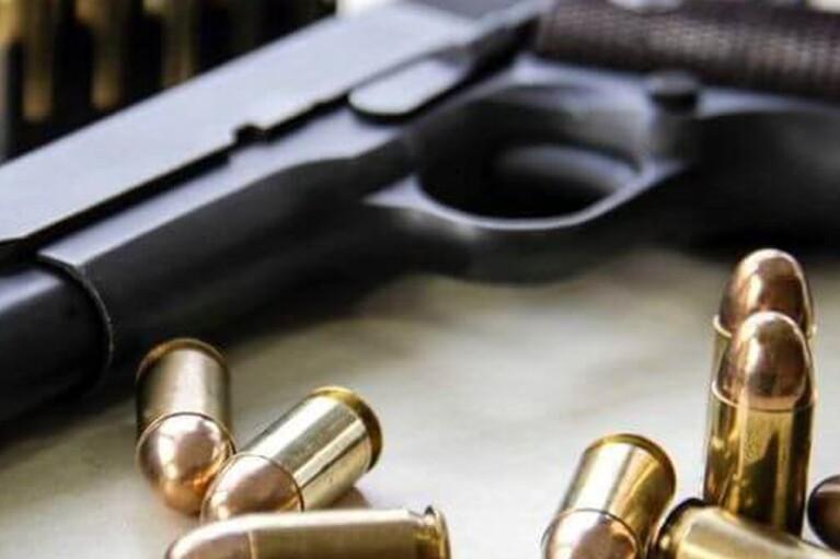 В Киеве обстреляли маршрутку, водитель получил ранение
