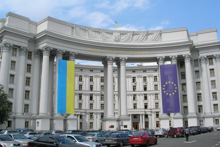 Обострение на Донбассе: Украина заручилась поддержкой Европы и НАТО