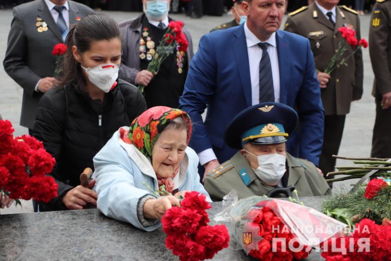 Комуністична символіка та сутички: як в Україні проходить відзначення Дня перемоги (ФОТО,ВІДЕО)