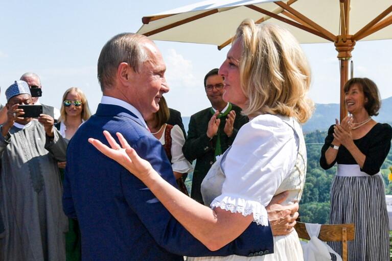 Синекура за танець. Як Путін австрійську наречену прилаштував