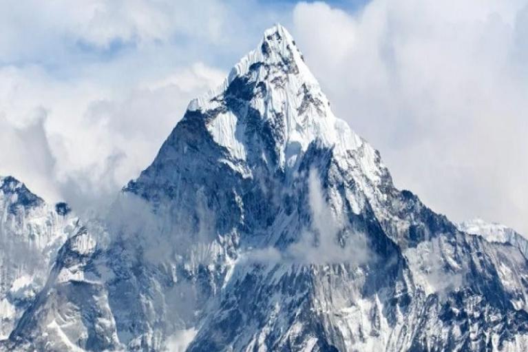 На Эвересте впервые в этом сезоне погибли альпинисты