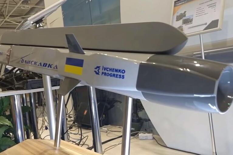 """Позитив недели. Украинские войска будут бить врага сверхзвуковой ракетой """"Молния"""""""