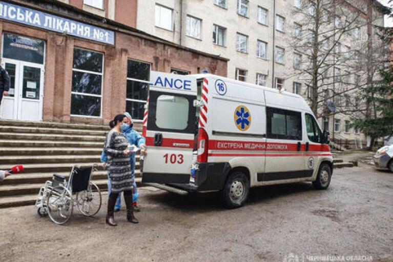 Пожар в больнице Черновцов: министр утверждает, что взрыва не было