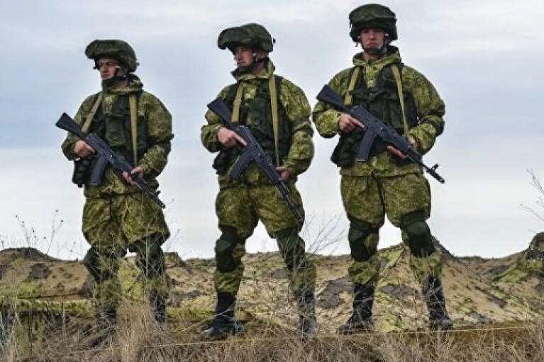 РФ направила мотострелковые соединения в оккупированный Крым