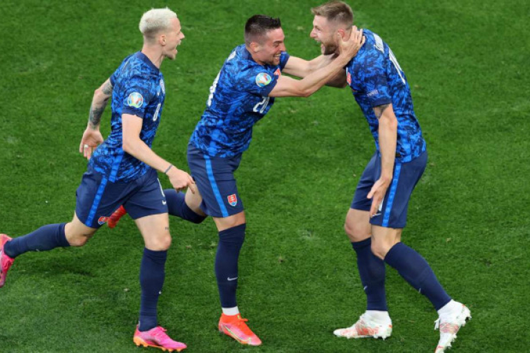 Польша в меньшинстве проиграла Словакии на Евро-2020