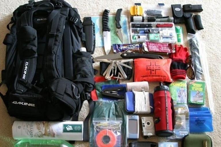 Якщо Путін нападе. Що покласти в тривожний чемоданчик і де ховатися при бомбардуваннях
