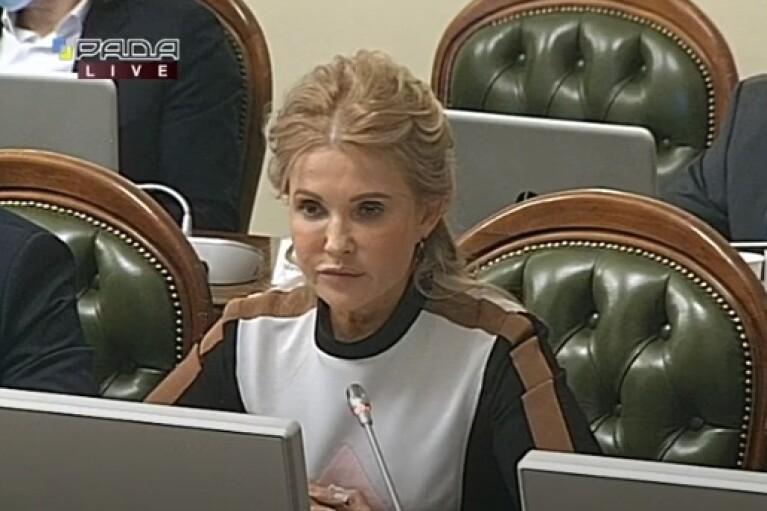 Без окулярів і з новою зачіскою: Тимошенко привернула увагу зміною образу (ФОТО)