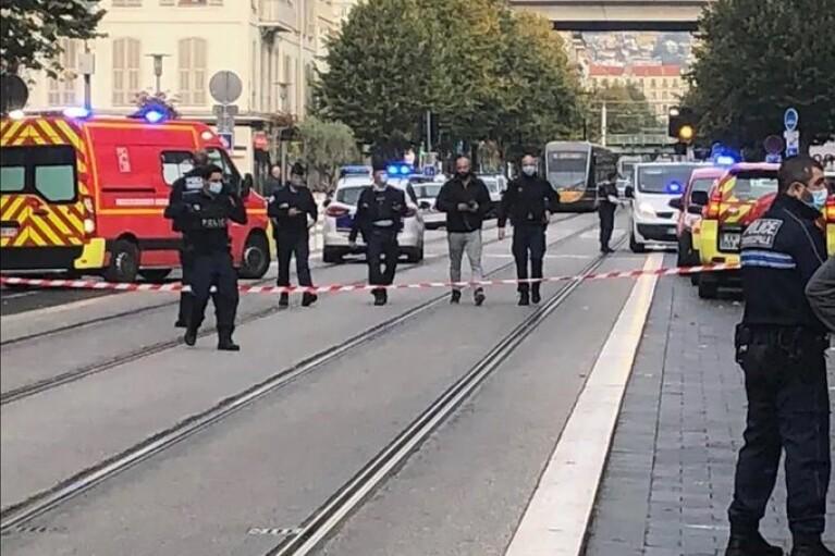 """Теракт в Ницце: террорист постоянно кричал """"Аллаху Акбар"""""""