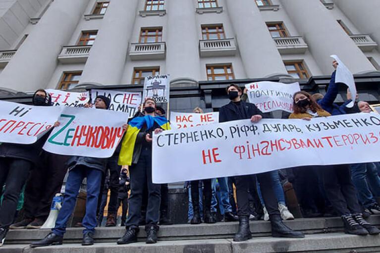 В Киеве на Банковой началась акция протеста в поддержку Стерненко (ФОТО)