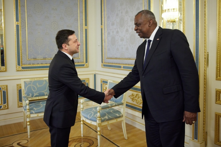 Зеленский обсудил с министром обороны США Донбасс и энергетику