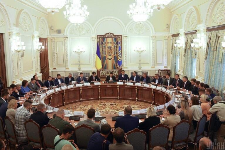 На заседании СНБО могут лишить госнаград лиц, связанных с Россией, — СМИ
