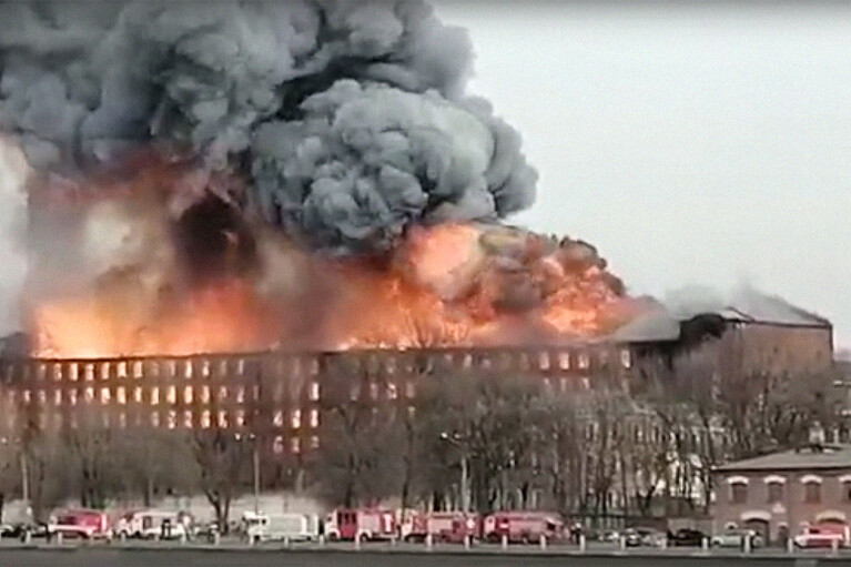 В Питере вспыхнул крупный бизнес-центр: есть погибший и пострадавшие (ФОТО, ВИДЕО)