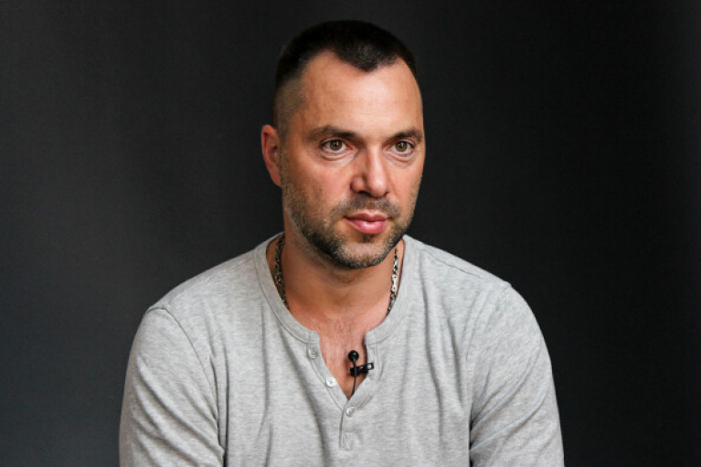 Украина запросила на обмен пленными до 100 человек из 260: Арестович рассказал, почему